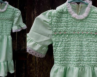 Girls Dress, Vintage Dress, Girls Dress in Green, Spring Dress, Smocked Dress, Polly Flinders, 70s Dress, Lace Dress, Girls Costume, Size 8