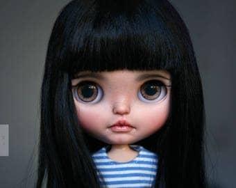 <a href='https://www.dollycustom.com/dolls/iza-custom-blythe-doll-by-jodiedolls/' title='Iza custom Blythe doll by Jodiedolls'>Iza custom Blythe doll by Jodiedolls</a>