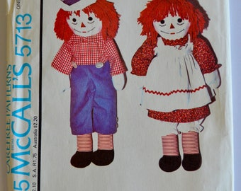 Vintage 1970's McCall's 5713 Raggedy Ann and Raggedy Andy Doll Pattern with Doll Clothes Pattern & Transfers UNCUT