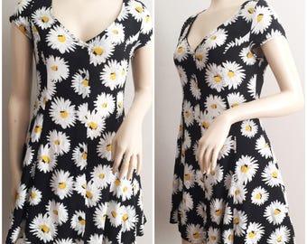 90s Dream Dress // Daisy Print Mudd Dress // Skater Dress 1990s