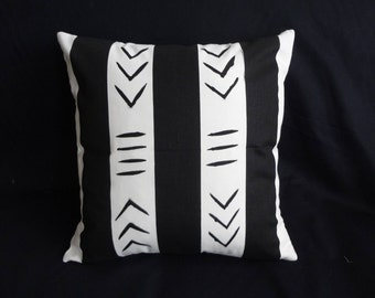 "Hand painted [Pair] of 18 x 18"" Black and white African mud cloth inspired, cotton throw pillows Handmade Artisan"