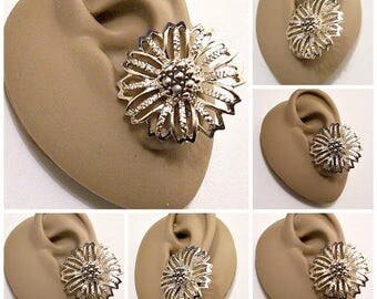 Sarah Coventry Flower Discs Clip On Earrings Gold Tone Vintage Large Open Slotted Crimped Edge Nail Head Bead Center Big Buttons