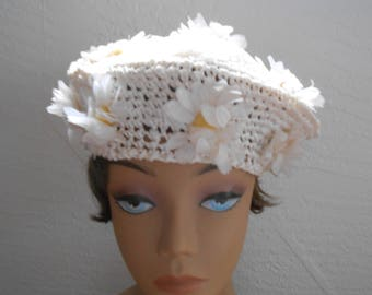 Vintage 1960s woven floral daisy spring  / summer beret, one size