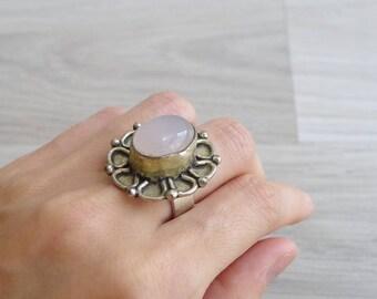 Vintage 70's Pink Rose Quartz Oval Hippie Silver Ring (Size 6.5)