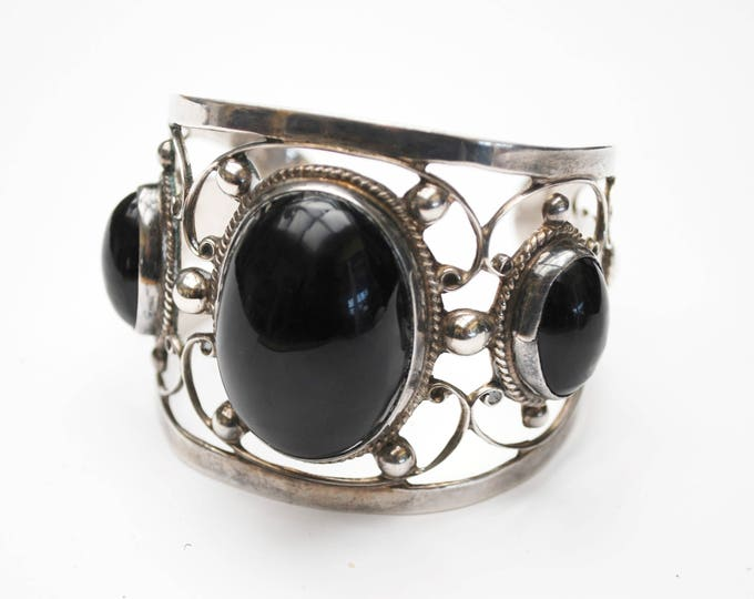 Large Sterling Onyx Cuff Bangle - Signed Farfan - Mexico - Silver openwork - Black gemstone - Tribal Bracelet