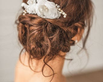 Bridal flower comb, Ivory bridal comb, Ivory pearl and flower comb, Wedding hair accessories, Gold pearl comb