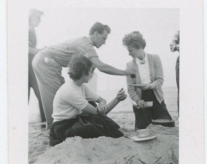 Vintage Snapshot Photo: Picnic at the Beach, c1940s (79607)