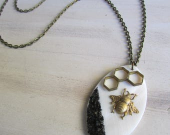 """""""Bee and Pearl"""" necklace"""