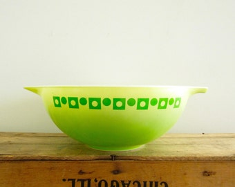 Pyrex Promotional Bowl- Dots and Squares