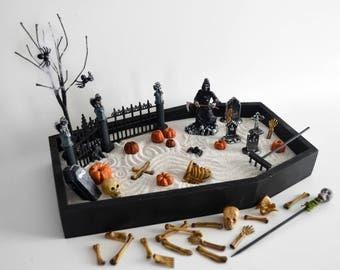 Jardín Zen de Halloween / / decoración de Halloween / / pantalla de la mesa / / esqueletos huesos cráneo del ataúd / / espeluznante regalo / / cementerio Zombie parca