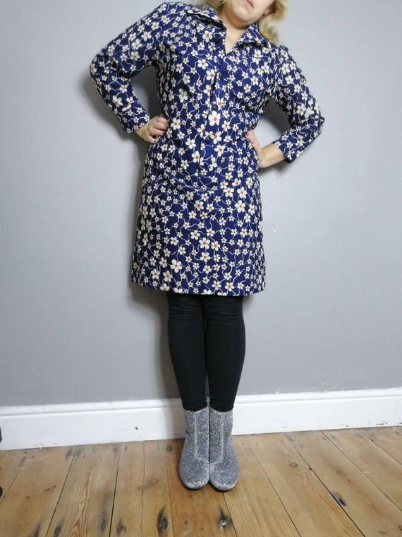 Vintage daisy dress / 70s floral dress / daisy dress / 70s blue shirt dress / northern soul / 70s MOD dress / 70s midi day dress