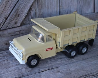 Buddy L Pressed Steel Tandem Axle Hydraulic Tan Dump Truck