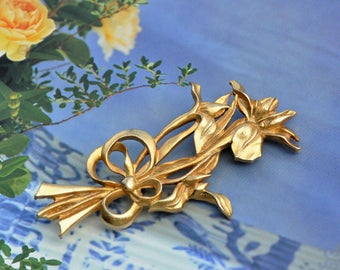 Vintage Brooch Iris Flowers, Repousse' Art Nouveau Style, Gold Tone Metal, Bouquet with Bow, Retro Filigree Flower Pin, Collectible Jewelry