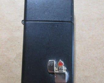 Vintage 1980s ZIPPO Matt Black  Flip Top Lighter Motif Niagara Falls hand  cigarette cigar flint lighter