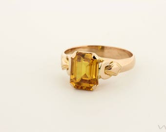 18K Yellow Gold Ring with Yellow colored Center