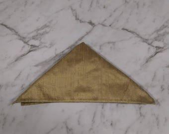 The 'Rhett' pocket square in gold