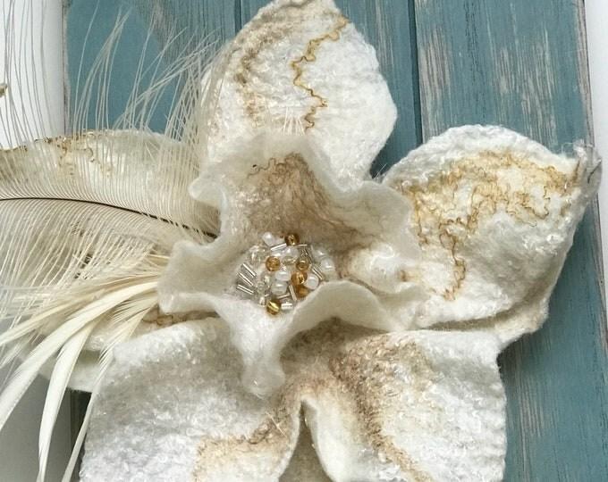 White Felt Brooch, Flower Brooch, Felted Flower Brooch, Felted Flower Pin, Felted Wool Brooch, Gift for Women, Evening Fashion Wearable Art
