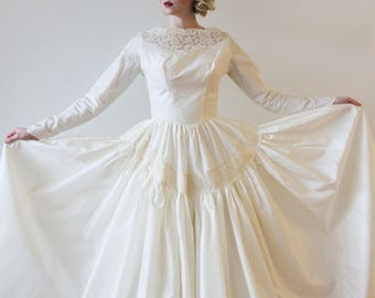 Vintage 1950s Long Sleeved Taffeta Wedding Gown