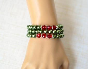 Memory wire wrap bracelet - Beaded Bracelet - Gift for her - Womens bracelet - Green Pearl bracelet - Multistrand bracelet - Chunky bracelet