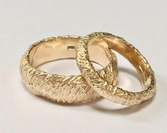 LOFN Organic Carved 9CT Gold Wedding Bands