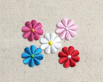 Small - Daisy Flower - COLOR CHOICE: Fuchsia, Turquoise Blue, White, Red, Light Pink- Iron on Applique - Embroidered Patch - 694071