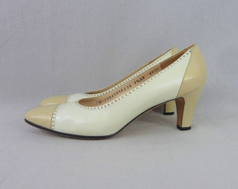 Vintage Ferragamo Shoes - Taupe & Cream Leather - Two Tone Spectator Heels Pumps - Vintage 1970s - 7 7.5 7 1/2 AA