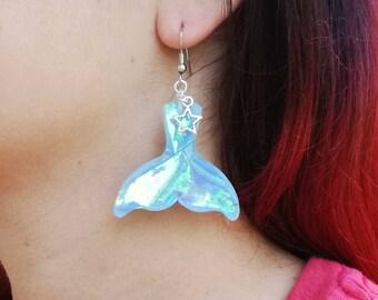 PRENOTATI! Orecchini code di sirena iridescente olografico pinna balena azzurra blu con stella resina