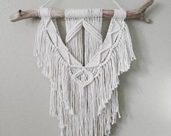 Macrame Wall Hanging / Tapestry / Macrame Decor / Wall Art / Boho Decor / Bohemian