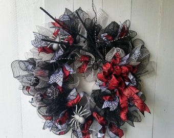 Elegant Spider Wreath