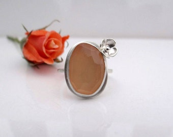 Peach Moonstone Flower Ring in Sterling Silver