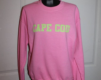 "Gildan pink and neon green crewneck sweatshirt ""CAPE COD"" size M"