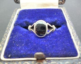 A small vintage silver and black onyx ring - 925 - sterling silver - UK I - US 4.5