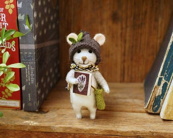 Needle felted mouse with a book/handmade/poseable/decoration/gift/soft sculpture