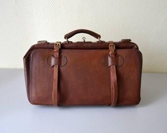 Antique Leather Doctors Bag / English Gladstone bag / travel suitcase 1930s
