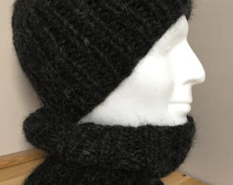 Man/woman, hat and snood set
