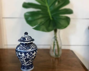FREE SHIPPING | Chinoiserie | Ginger Jar | Blue and White | Palm Beach Style