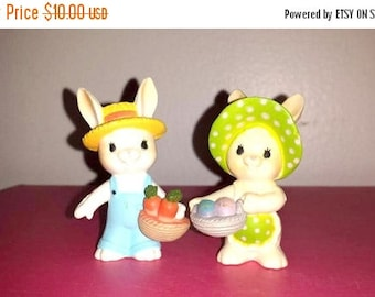 Enesco Bunny,Set of 2,Big Eyes,Bunnies,Bunny,Rabbit,Bunny Rabbit,Easter,Easter Bunny,Kitsch,Kawaii,Kitschy Cute,Rabbits,Enesco,Baskets,Hats