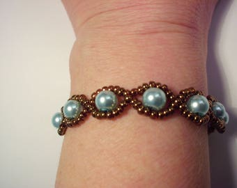 Bracelet blue pearls surrounded with bronze metallic seed beads