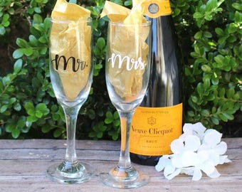Mr. & Mrs. Champagne Glass Set - Mr and Mrs Wedding Champagne Glasses - Personalized Champagne Glasses - Champagne Flutes - Horizontal -SALE