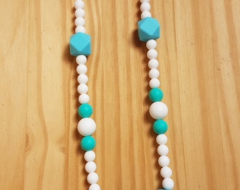 breathfeeding necklace blue an white