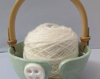 Wool bowl with handle