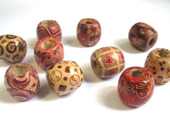 10 wooden patterned beads 17mm ethnic mix