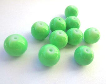 10 green beads 10mm (T) painted glass