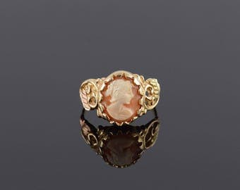 Shell Cameo Scalloped Bezel Leaf Scroll Ring Size 8 Gold