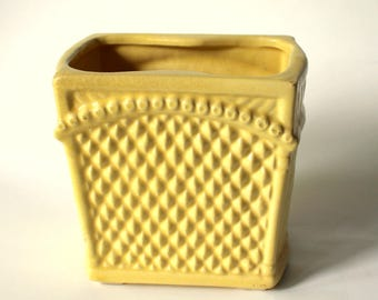 Retro Mid Century Yellow Basketweave Planter, Vintage Yellow Vase, Retro Garden Decor, Vintage Planter, Diamond Pattern
