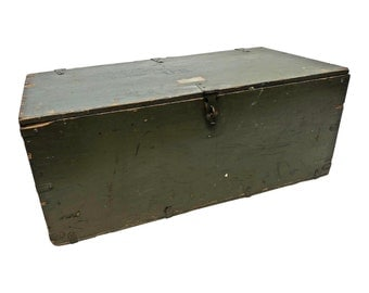 Vintage Military STORAGE TRUNK ~ Drab Green flat top foot locker wwii ww2 wood toy box coffee table rustic loft us army wooden soldier PA