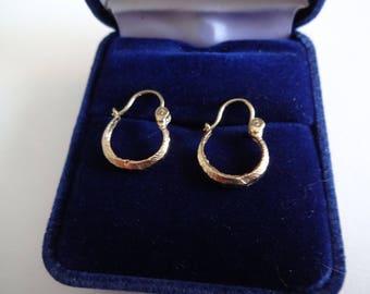 Boucles d'oreilles Anneaux 10 K ***Expédition gratuite au Canada *** Cadeau idéal! FREE shipping in Canada