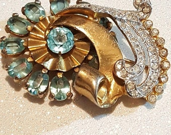 ON SALE : Vintage Goldtone Blue and Clear Rhinestone Scarf pin