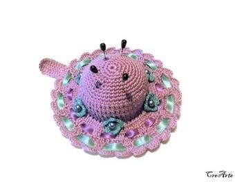 Purple and Green crochet hat pincushion, Cappellino puntaspilli violetto e verde all'uncinetto