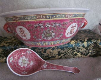 Mun Shou Longevity Chinese Tureen Bowl and Spoon Red Vtg Markings Excellent Collectible
